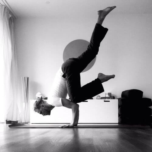 Bild von Yves in einer Arm-Balance